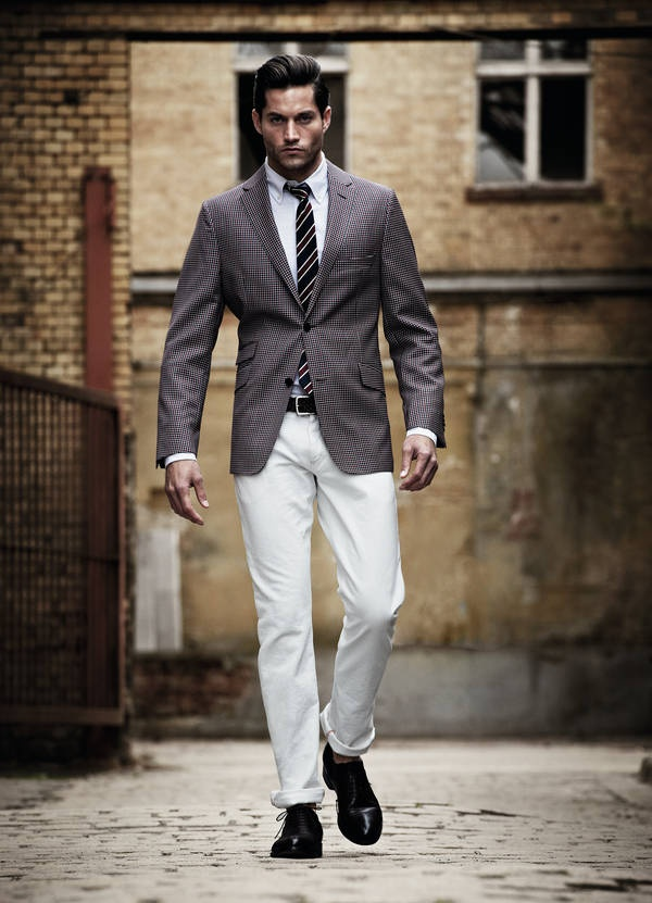Slim Fit – Best For Looks If You Are Slim. Throughout history, young men have often tried to differentiate their look from their parents. At the same time, it has become socially acceptable to wear a dress shirt without a jacket, and therefore the look and fit of the shirt itself has become more important.